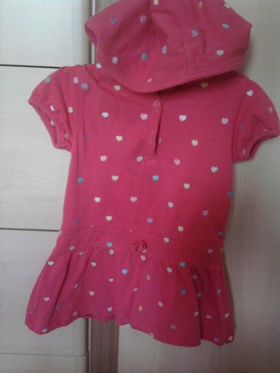 Robe rose à coeurs 3€
