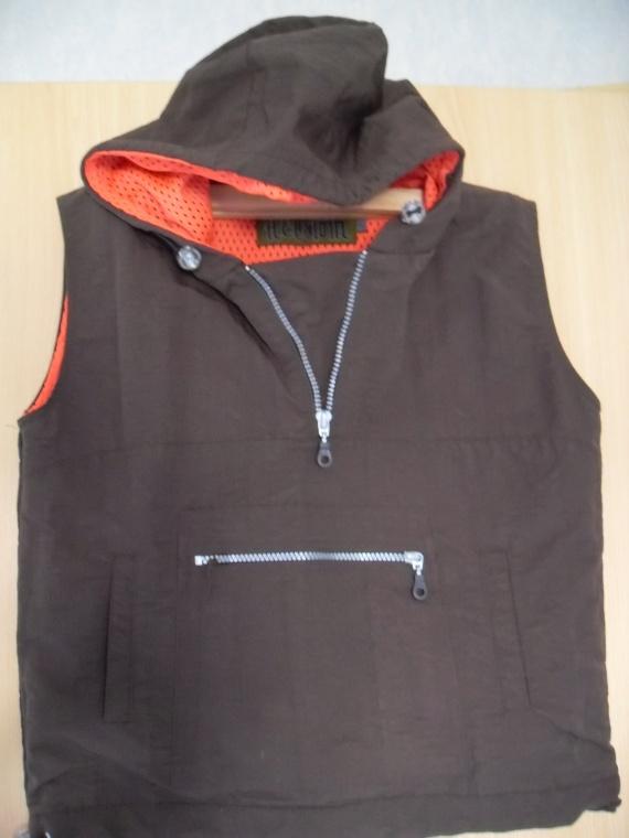 veste sans manches T.1   5€
