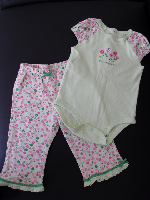 body + pantalon pyjama Carter's 4€