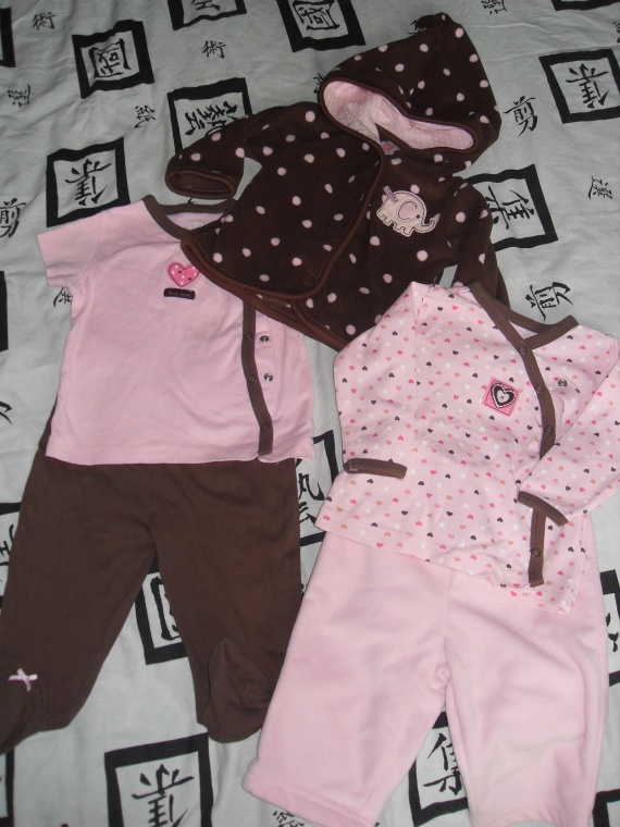 ensemble 5 pieces chocolat / rose CARTER'S (usa) 15€ veste et pantalon rose en polaire