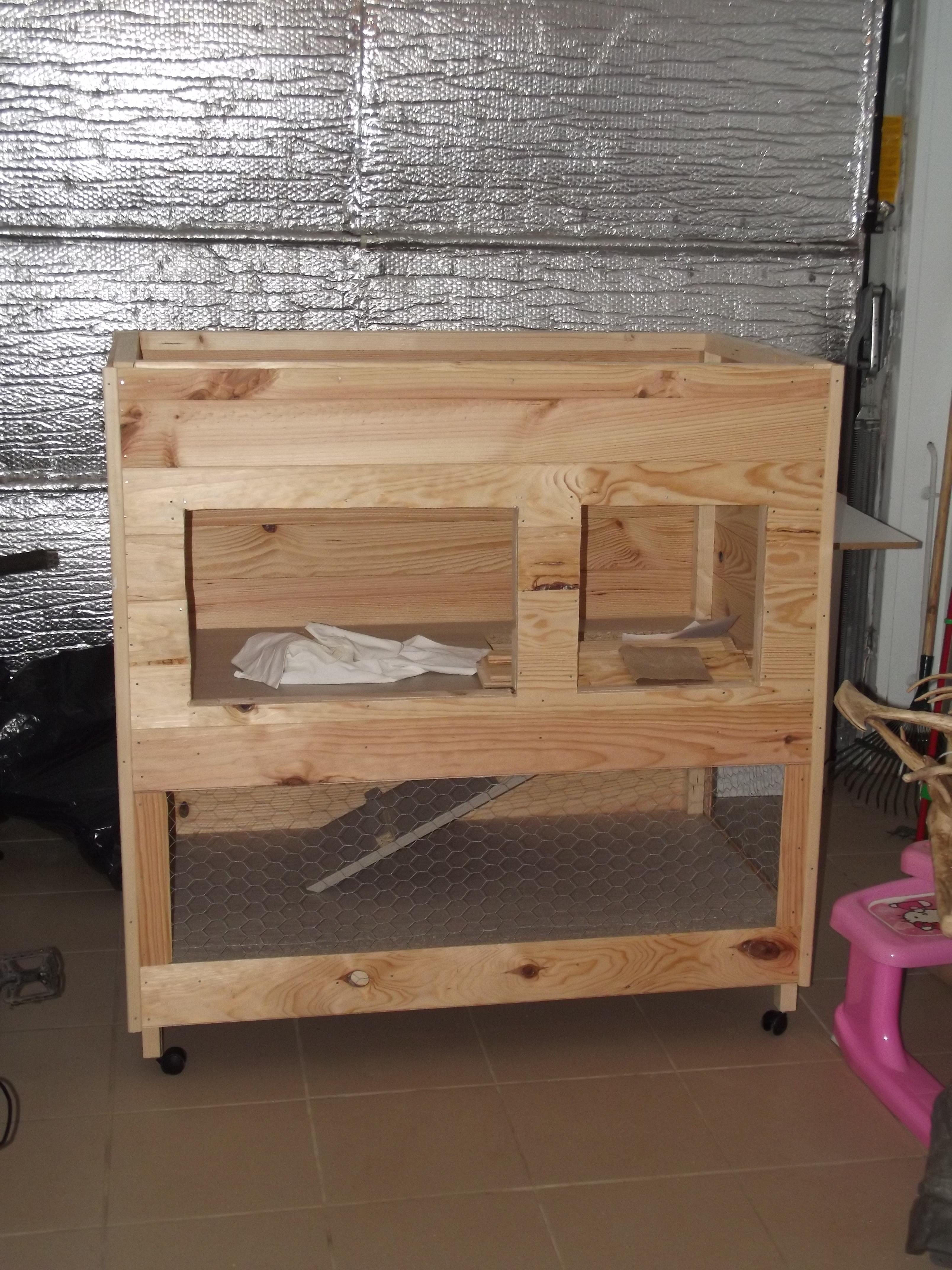 Clapier etape 4 petit bisous milka leretour photos for Construire une cage a lapin exterieur