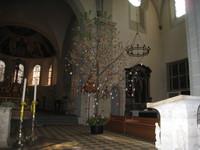 arbre de pâques dans l'église