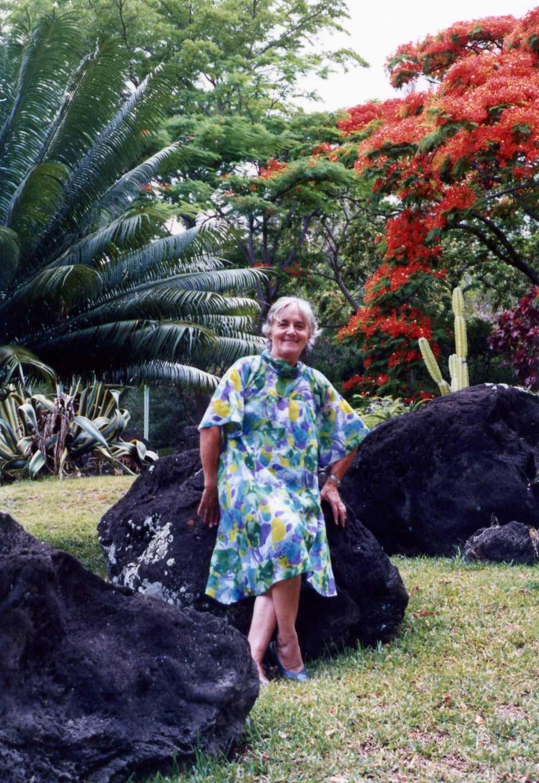 Jacqueline dans le jardin de l 39 h pital bellepierre saint for 9 jardin fatima bedar saint denis