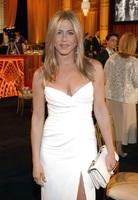 Jennifer en robe blanche