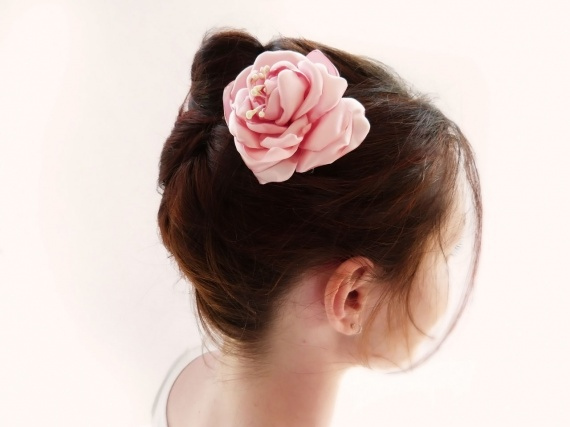 Peigne à cheveux Rose en satin Mariage