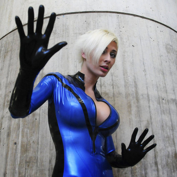 nyc10___invisible_woman_by_thedreamerworld-d3111jj