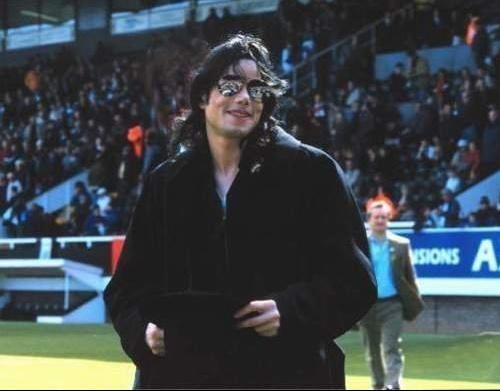 Michael-Jackson-michael-jackson-14559106-500-391