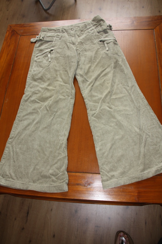 Pantalon en velours T36: 7 euros
