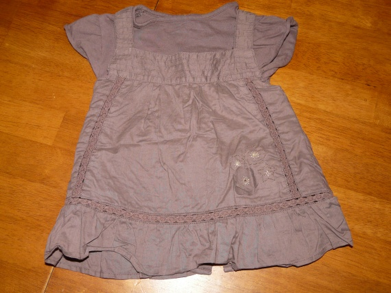 Robe KITCHOUN avec T-shirt intégré 18mois 2,50euros