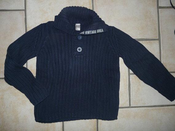 pull bleu marine TAO 7,50€