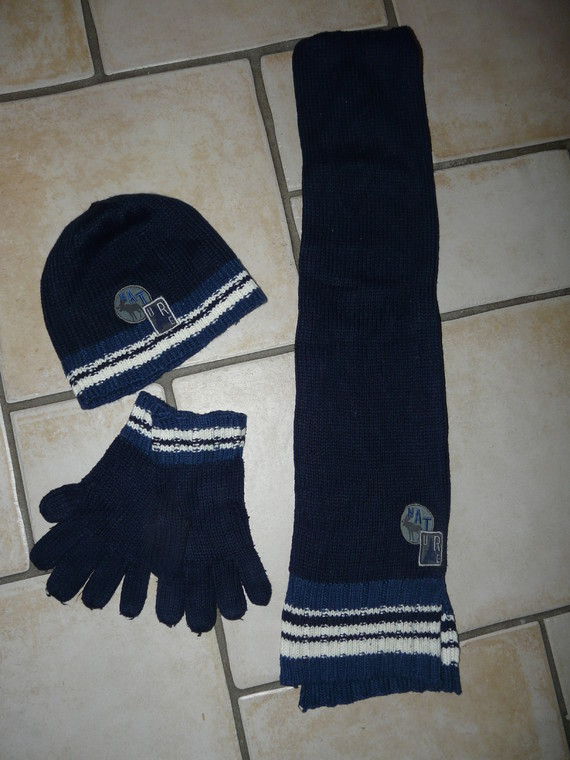 ens bonnet écharpe gants Okaidi 9€
