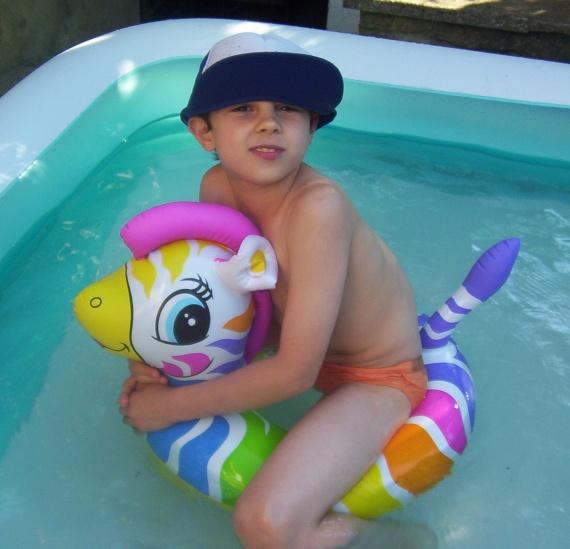 Cool,on s'amuse bien dans une piscine !