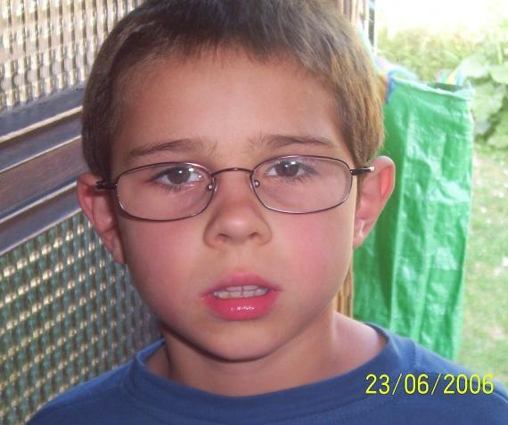 Avec les lunettes de papa lol