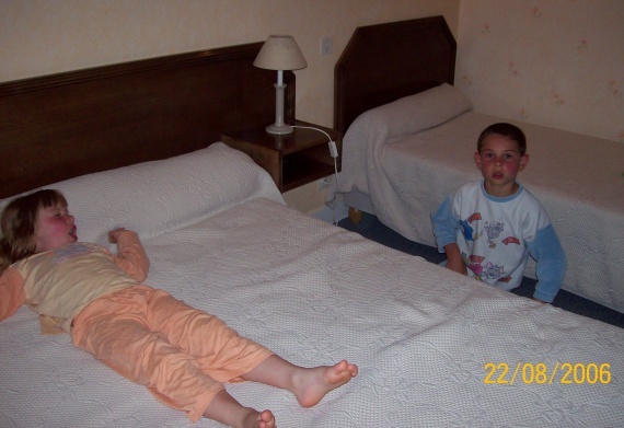Au lit dans la chambre d'hôtes à Quiberon