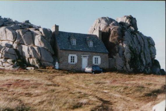 Plouescrant la maison entre deux rochers voyages et sites visit s lanogen - Maison entre deux rochers ...