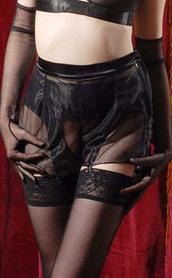cabaret.lingerie.knickers_med[1]