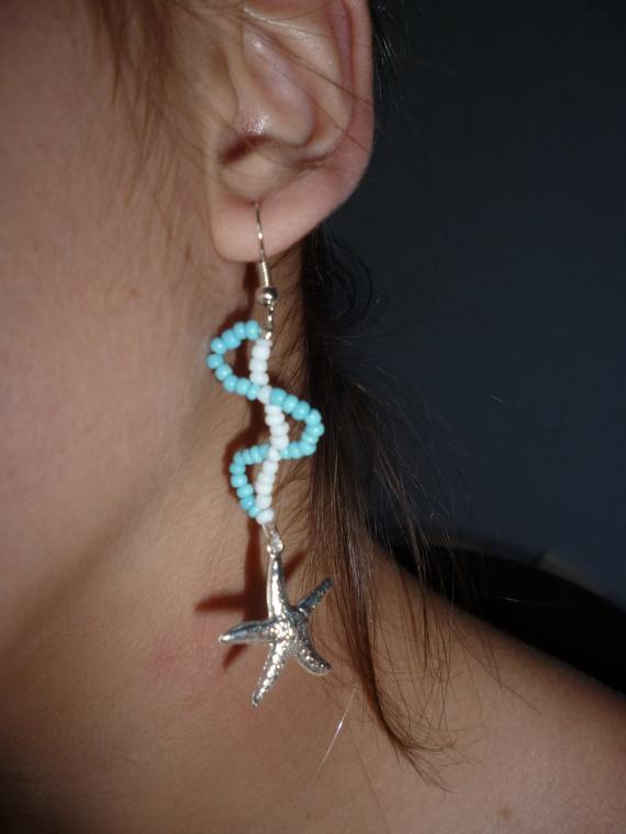 Pair de boucles d'oreilles en perles de rocailles et breloques au choic = 5 euros