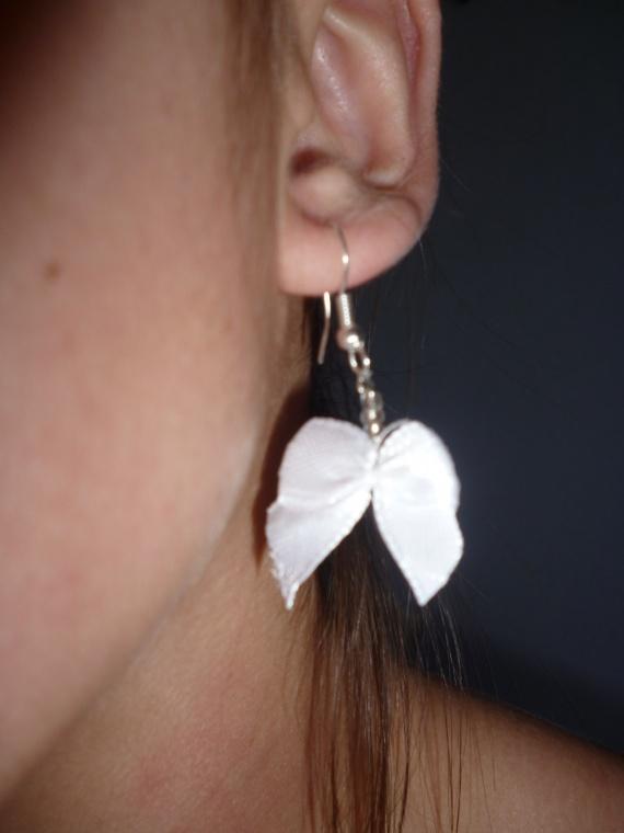 Pair de boucles d'oreilles noeud (coloris au choix) = 5 euros