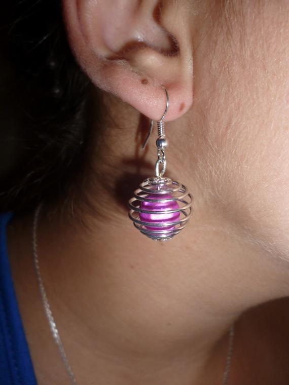 Pair de boucle d'oreilles cage avec perle (coloris au choix) = 6 euros