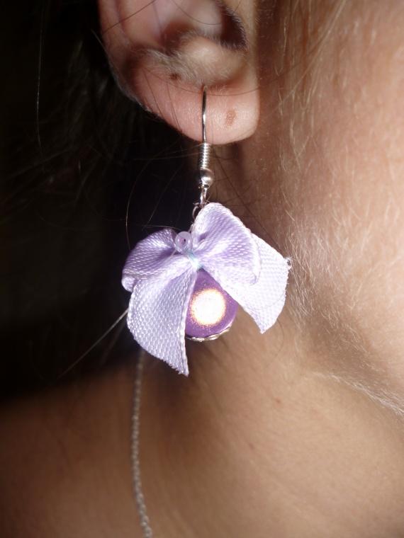 Pair de boucles d'oreille noeud avec perle (coloris au choix) = 5 euros
