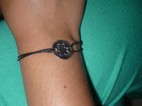 Bracelet médaillon ourson = 4 euros