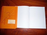 lot 57 cahier orange petit carreaux format A5 6€