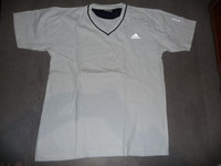t-shirt adidas taille 42 10€