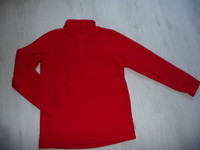 pull polaire rouge 10 ans 4€