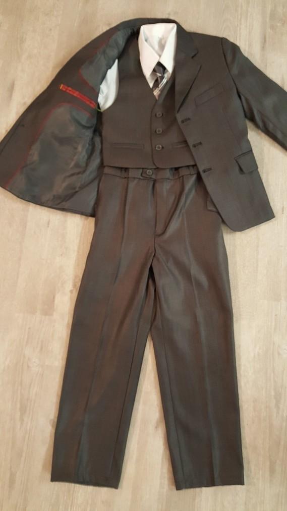 ensemble costume 8 ans garçon 50€