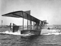 Pr00606_Curtiss_H-12_taxing_1918