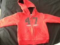 gilet rouge 6 mois 2€ gemo plus rouge que sur la photo