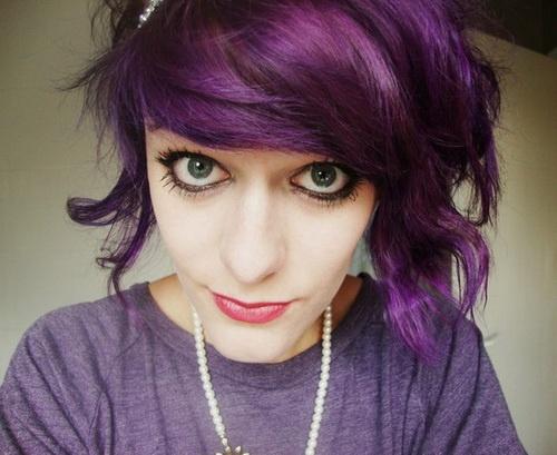 Couleur de cheveux noir et violet
