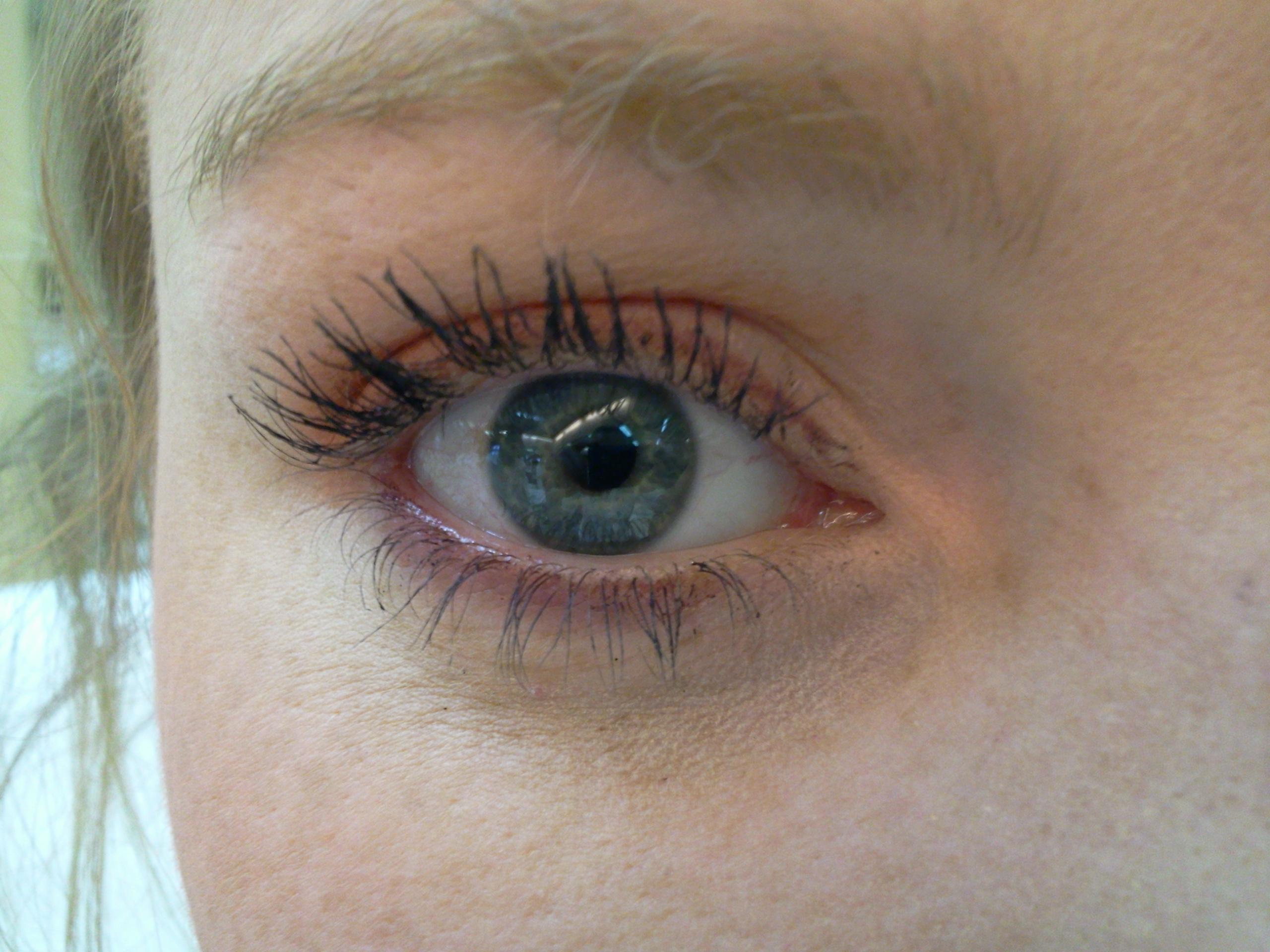 comment faire ressortir les yeux bleu trendy maquillage yeux verts astuces pour un maquillage. Black Bedroom Furniture Sets. Home Design Ideas