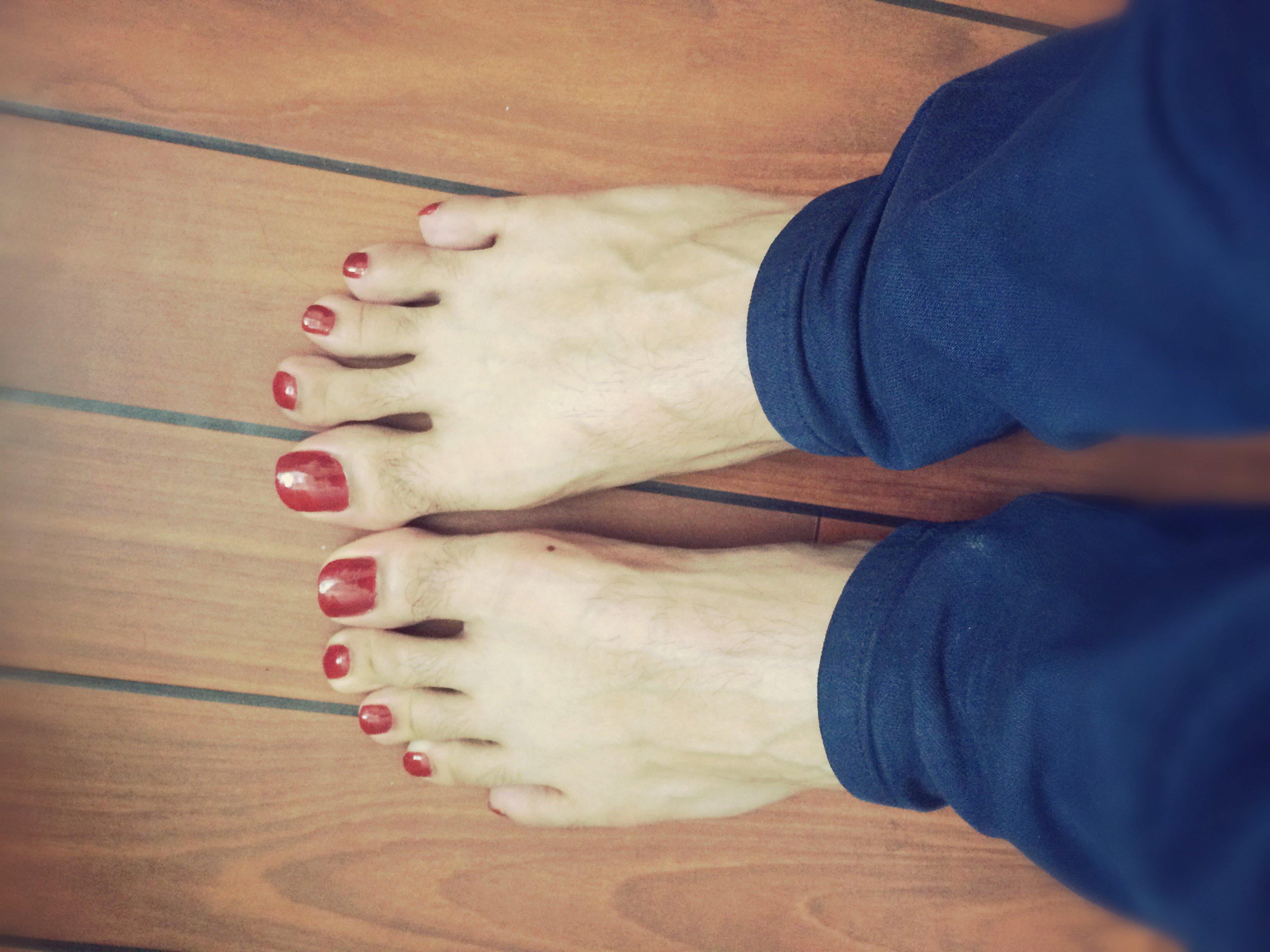 Bonne longueur ongles homme - Pied vernis rouge ...