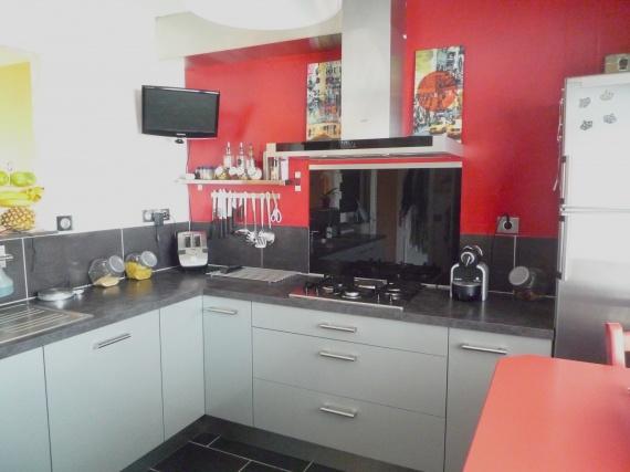 Peinture de cuisine quelle couleur de credence pour - Credence rouge pour cuisine ...