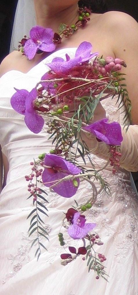 http://a.imdoc.fr/1/maison-jardin/creations-florales/photo/9744727974/4242493da/creations-florales-bouquet-mariee-vanda-img.jpg