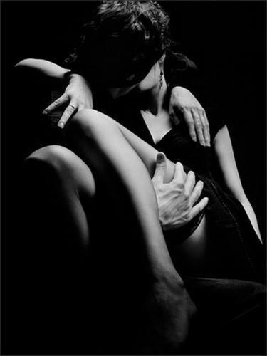 ritesh-kiss-Couple-Love-inOrbits-siyah-beyaz-Couples-sensuel-my-photo-B-W-misc-t_large