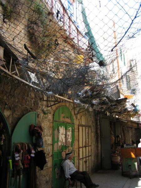 Hebron__Ibrahimi_garbadge_street__ingridnaeser_2006_07_20