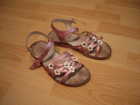 Sandales fille, taille 29, 3 euro