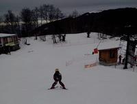 léo au ski de dos