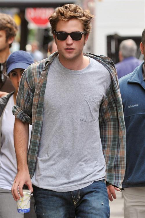 Heartthrob_Robert_Pattinson_6e3f