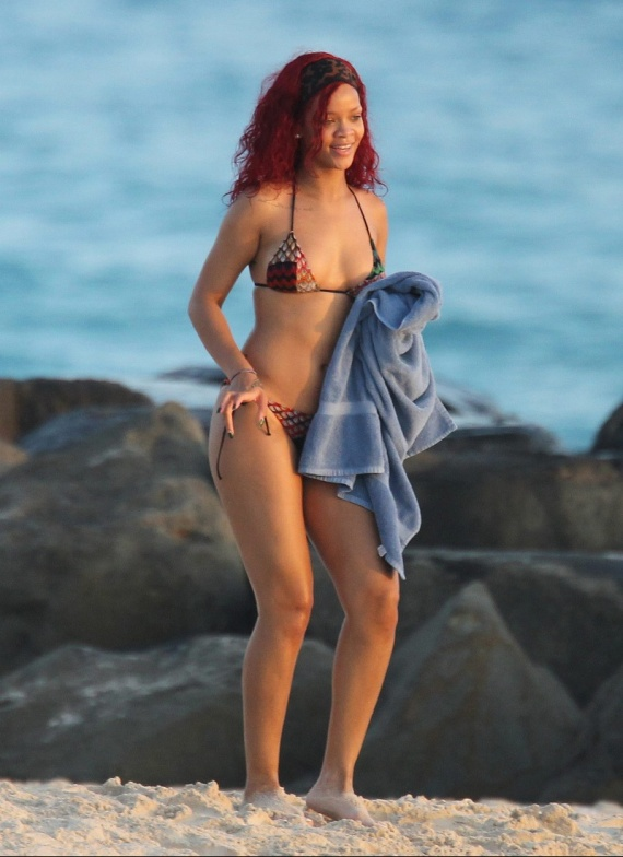 rihanna-bikini1