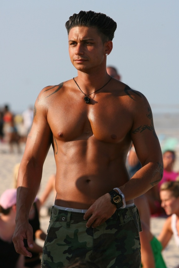 DJ-Pauly-D-shirtless-at-the-beach-filming-a-scene-for-Season-3-of-682x1024