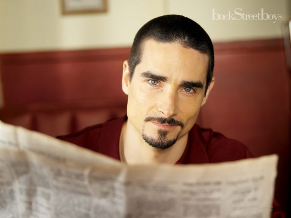 Backstreet-Boys-Kevin-Richardson-001