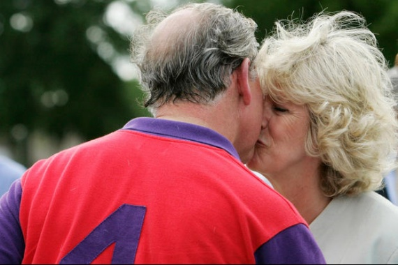 charles_et_camilla_s_embrassent_reference