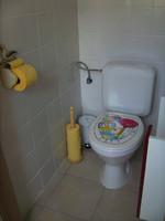 petit wc privé... à droite encore lave-mains à placer