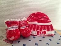 bonnet et chausson rouge
