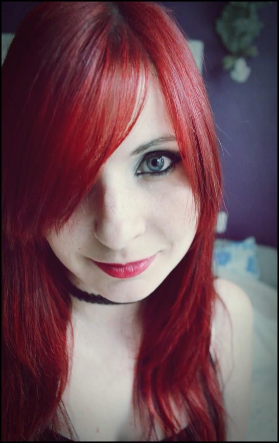 Cheveux rouge vif coiffure et coloration forum beaut - Coloration rouge vif ...