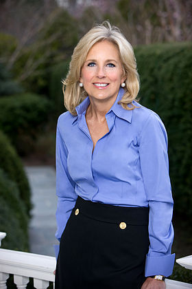 Portrait officiel de Jill Biden (épouse du vice-président des USA)