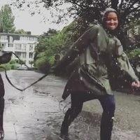 Le bonheur sous la pluie.